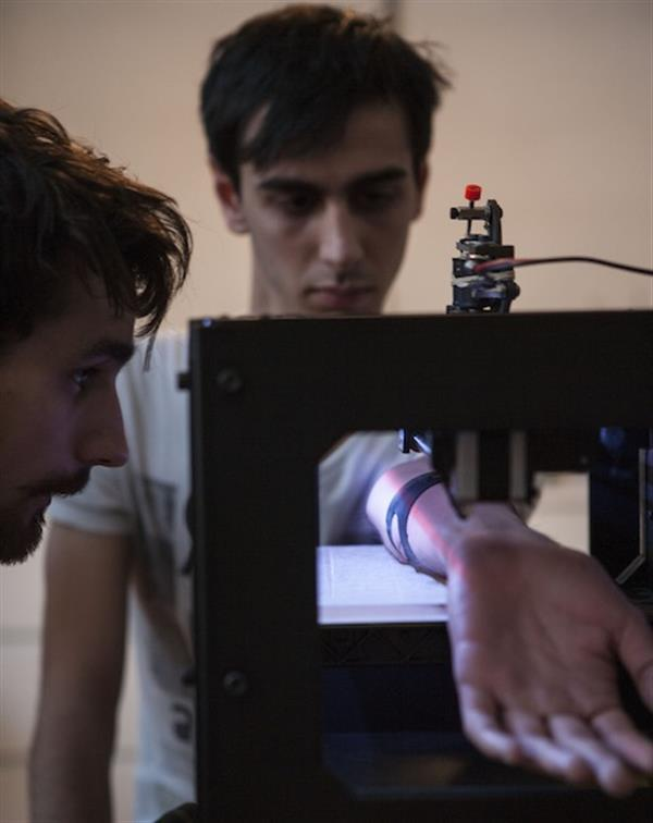 team-behind-tattoo-3d-printer-use-industrial-robot-to-tattoo-with-even-more-precision-01.jpg